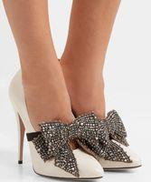 Mükemmel Yepyeni Bayan Stiletto Topuklar Strass Bow Lüks Tasarım Beyaz Patent deri Kadınlar Yüksek Topuklar Sivri Burun Sexy Lady Parti Wed pompaları