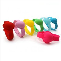 10ml Hand Sanitizer silicone del braccialetto del polso a forma di cuore Wristband portatile Soap Dispensing Squeezy Strap Anello braccialetto LJJP526