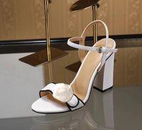 2021 고품질 패션 위크 럭셔리 여성 발 뒤꿈치 샌들 레트로 블록 Marmont Embellished 가죽 오픈 발가락 Sandallias 하드웨어 장식