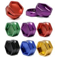 63 * 30 millimetri Hexagon smerigliatrice con Concavo Coperchio Due-Strato Herb Spice Crusher metallo Tabacco Grinders per Fumatori T9I00565