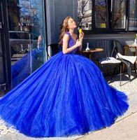 Charme Quinceanera cou bleu royal V Robes de bal pas cher Crystal Top froncé à manches épaule Off satin plissé Robes de soirée