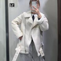 Ly Varey Lin Женщины Бежевый Мех Поддельный кожа ягненка пальто куртки с поясом Turn Down Воротник Зима Толстые Теплый Zipper крупноформатных пальто