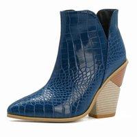 Botas Sexy Cowboy Mujeres 2021 Zapatos de otoño Moda Cuña Para Mujeres Tobillo Serpiente Agua A Mano Azul Mujer corta