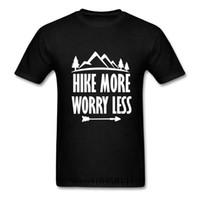 Caminhada mais preocupação menos t-shirt casual unisex mangas curtas gráfico caminhadas ao ar livre Tees tops homens engraçados homens de acampamento de verão tshirt anime