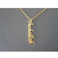 Anhänger Halsketten Handmade Vertikale Name Halskette Mode Benutzerdefinierte Memorial Edelstahl Frauen Männer Schmuck Geburtstagsgeschenk Brief1