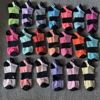 Nouvelles chaussettes chaussettes adultes coton courte chaussettes chaussettes de football de basket-ball sport pom-pom girl nouvelle syle filles filles chaussette avec étiquettes