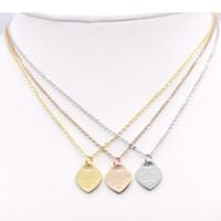 2020 Collier en acier inoxydable courte femme bijoux en or 18 carats titane collier pendentif coeur de pêche pour femme