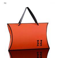 15pcs Grande boîte de cadeau de carton en carton de couleur orange papier noir Candy emballage emballage oreiller boîte avec poignée carton blanc foulard en soie Craft1