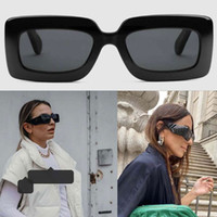 2021ss Yeni Bayan Kalın Levha Güneş Gözlüğü Kadın Tasarımcı Güneş Gözlüğü Kare Plaka Çerçeve Bacaklar Basit Moda Stil UV400 Güneş Gözlükleri 0811