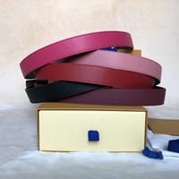 Moda Mejor Calidad de la mejor calidad Cuero genuino con dorado / plateado Cinturón de mujer con hebilla reversible con caja para hombres Cinturones de diseño Cinturones de diseño
