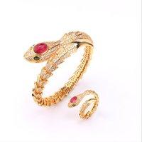 ヨーロッパとアメリカンスタイルの蛇の骨春のブレスレット美しいファッション赤いサファイアスネークブレスレットリングセット卸売