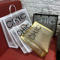 10pcs 두꺼운 큰 비닐 봉투 26x23cm 흑백 문자 그리드 쇼핑 보석 포장 가방 핸들 1이있는 플라스틱 선물 가방