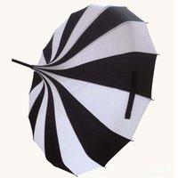 10 stücke viel kreatives design schwarzes und weiß gestreifter Golf-Regenschirm langes Griff mit geraden Pagoden-Regenschirm freies Schiff