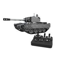952pcs 2.4g RC Réservoir militaire DIY Assemblage Ensemble de télécommande en acier inoxydable Modèle de télécommande Toy intégré 3.7V 300mAh Lithium Batterie 201208