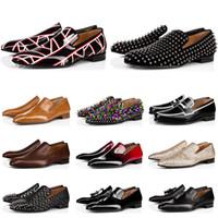 جديد رجل المتسكعون الأحذية القيعان الأحمر الأسود براون جلد الغزال براءات البراءات المسامير بريق الأزياء loafer اللباس الزفاف أحذية الأعمال حجم 39-47