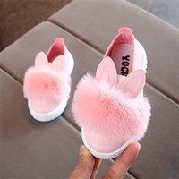 Kriativ Größe 21-30 Babyschuhe für Jungen Mädchen Kleinkind Rutschfeste Kinder Schuhe Leder Kinder Turnschuhe Pompom Rabbit Ear Rosa Weiß Grün LJ201202