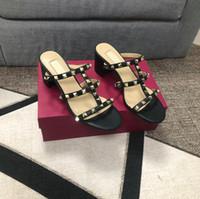 2020 Mulheres Stud Stud Sandálias T-Strap Sandal Sandális Salto Alto Saltos Rebites Sapatos Senhoras Sexy Party Sapatos com V 1010
