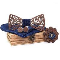 Lazos de arco Set de corbata de madera floral para hombres Handkerchief Bowtie Necktie Hollow Butterflies Boda Traje Accesorios de madera Talved1