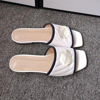 Diseñador Sandalias de verano Sandalias de cuero Nuevas Moda Plana Plana Zapatos Mujeres Desgaste Zapatillas Moda Moda Femenina Lazy Lazy Cómodo Zapatos Planos