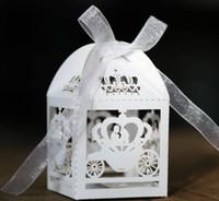 Venta al por mayor- 2016 50 unids Blanco Láser Corte Encantado Caja de matrimonio de carruaje, carro de calabaza Favor de boda Caja caja de regalo Caja de dulces