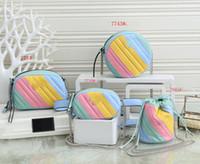 2021 New Girls Rainbow Circular Bolsa Circular Metal Letter Cadeia Messenger Bag Kids Cintura Sacos Designer Mulheres Mini Square Bag A5631