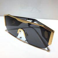 2220 Neue Top Männer Sonnenbrille Mode Top Metall Half Rahmen UV400 Ultraviolett Schutzbrille Steampunk Summer Square Stil mit Paket