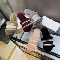 Designer di Lussurys Donne da donna Svolgite in lana Slides Winter Fur Fluffy Furry Lettere Sandali Pantofole Calda Confortevole Fuzzy Girl Flip flop Pantofole