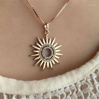 1pcs Mujeres Collares Simple Golden Sun Flower Crystal Colgante Collar de moda Partido Charm Clavícula Cadena Joyería Regalo 1