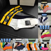 2021 NUEVO Caja de regalo Conjunto Diseñador Mens Socks Wolf Moda Bordado Casual Tigre Pure Algodón Deportes Invierno Hombres Bordado Calcetines de alta calidad