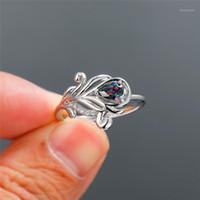Charm femmina arcobaleno crystal anello di pietra trendy argento colore sottile anelli di nozze per donne eleganti anello di fidanzamento fiore nuziale
