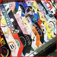 Красочные 26 букв печати шарфы маленький шелковый шарф рибанд ленты ремень шелкового времени ручка сумка украшения ленты шарфы обертываются аксессуары для волос