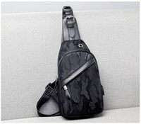 Роскошный дизайнер Мужчины USB Chest сумка слинг мешок большой емкости сумки Crossbody сумки на ремне отдать Ключевые сумки