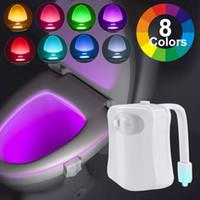 Yeni LED Klozet Gece Işık İndüksiyon Lambası Hareket Sensörü WC Lamba 8 Renkler Tuvaletler İçin Kullanılan Değişken Lamba Arka Işık