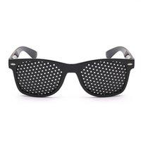 جديد 1PC الأسود للجنسين العناية الرؤية ممارسة العين نظارات الثقوب نظارات البصر تحسين البلاستيك العليا Quality2021
