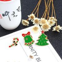 만화 크리스마스 트리 부츠 산타 클로스 징글 벨 브로치 겨울 에나멜 핀 여성 재킷 옷깃 배지 키즈 쥬얼리 선물