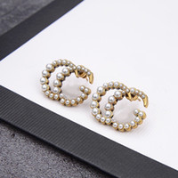 Luxuriöse Designer Schmuck Frauen Ohrringe Perle Buchstaben mit Stempel Messing mit vergoldetem Diamantohrring Elegante neue Modeschmuck
