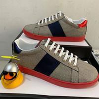 En Kaliteli Kırmızı Alt Tasarımcı Ayakkabı Beyaz Arılar ACE Işlemeli Erkek Kadın Hakiki Deri Tasarımcı Sneaker Şerit Rahat Ayakkabılar
