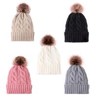 Tuerza calentamiento de punto de invierno polar con Pom Pom Beanie tejer tuques Mujeres cráneo MENS casquillos de la manera al aire libre grande de la bola casquillo de los sombreros del ganchillo LY10131