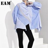 [EAM] Женщины синяя полосатая асимметричная негабаритная блузка Новый отворот с длинным рукавом свободная подходящая рубашка мода весна осень LJ200811