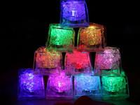 새로운 빠른 느린 플래시 7 색 자동 크리스탈 큐브 파티 웨딩 물 Actived 라이트 업 변경 크리스마스 선물 낭만주의 LED 아이스 큐브 도착