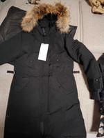Peuterey İtalyan erkek markasından çıkarılabilir cepler ve kapüşonlu kürk yakalı ceketli ceket aşağı ceket. Hafif Kapüşonlu Ceket WM'de