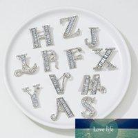 Yeni Gümüş Renk Kristal İngilizce İlk Harfler Tasarım Broşlar Pins Rhinestone Alfabetik Mektup Broş Hediyeler Takı