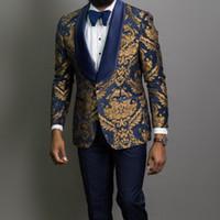 3 Parça Altın Jakarlı Balo Erkekler Mavi Şal Yaka Slim Takımları Damat Smokin Erkek Moda Kostüm Blazer Yelek Pantolon