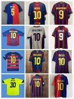 Retro Ronaldo Futbol Formaları Ronaldinho Henry Bir Iniesta Kluivert Stoichkov Koeman Xavi Pique Futbol Bağbozumu Gömlek Klasik 11 12 13