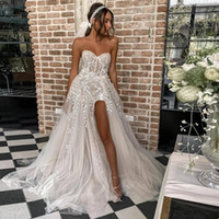 2021 Sexy Beach Vestidos de Noiva para Noiva Elegante Lace Boho Vestidos de Casamento Strapless Sem Mangas Altas Split Princesa Casamento Vestidos