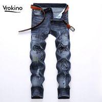 Vrokino New IN2020 мужской дизайн вышитые джинсы мода светло-голубые джинсы тонкие отверстие растягивающиеся бренда мужская одежда 38 40 42
