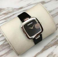 고품질의 새로운 패션 럭셔리 레이디 시계 탑 유명한 여자 드레스 쿼츠 손목 시계 사각 다이얼 시계 시계 테이블