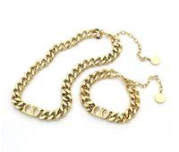 مصمم مصمم فاخر مجوهرات النساء القلائد الذهب سلسلة سميكة قلادة مع حرف D الفولاذ المقاوم للصدأ سوار وقلادة مجموعات الموضات