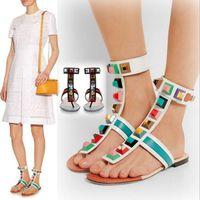 Commercio all'ingrosso- arcobaleno colore strass estate scarpe piatte donne donne sandali gladiatore designer designer rivetti sandali estate flip-fops scarpe