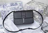 클래식 패션 가방 3 차원 양각 편지 핸드백 Luxurys 디자이너 클램 쉘 황금 잠금 대각선 어깨 상자